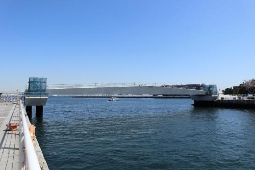 横浜市みなとみらい21地区に建設中の女神橋。上部構造はプレキャスト製(写真:日経クロステック)