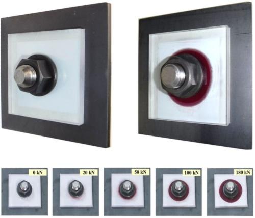 Eye Washerを設置したロックボルト頭部。軸力が生じると、白色(左)から赤色(右)へ変わる。赤く発色する範囲から、軸力の程度を想定できる(下)(写真:戸田建設)