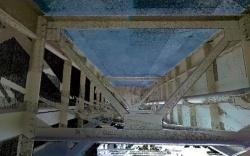 3次元点群データと写真から作成した構造物の3次元モデル。全体像だけでなく、橋桁の裏側など細部まで再現できる(資料:イクシス)