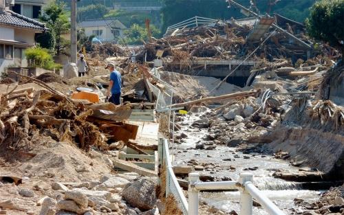 気候変動で災害が激甚化している。写真は、2018年7月の西日本豪雨で被害を受けた広島県坂町小屋浦地区(写真:日経コンストラクション)