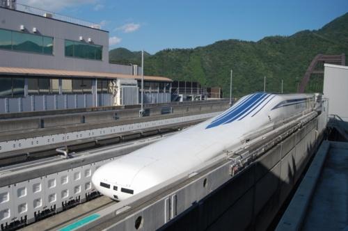 リニア中央新幹線は2027年の開業だけでなく、現行計画の存続すら危ぶまれる事態に(写真:日経アーキテクチュア)