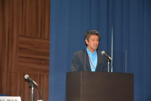 「ジャパンブルーエコノミー技術研究組合」は2020年7月14日に国土交通省の認可を受けて、翌日に設立した。写真は7月31日の記者会見で話す桑江朝比呂理事長(写真:日経クロステック)