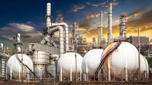 会計検査院は10社20製油所の耐震対策を調査し、そのうち12カ所で不備があったと指摘。資源エネルギー庁に対して「意見表示」した。写真はイメージで、記事の内容とは関係ない(写真:PIXTA)