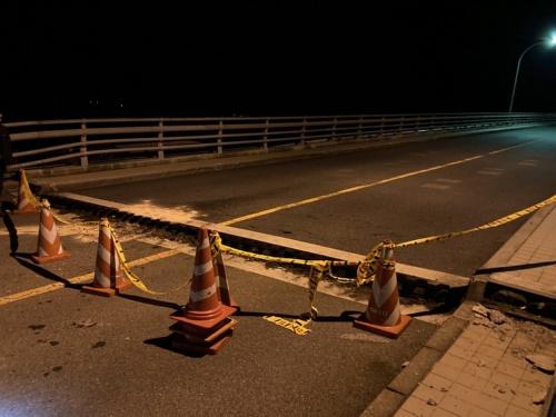 上関大橋の桁端部に生じた段差。橋台側から撮影(写真:山口県)