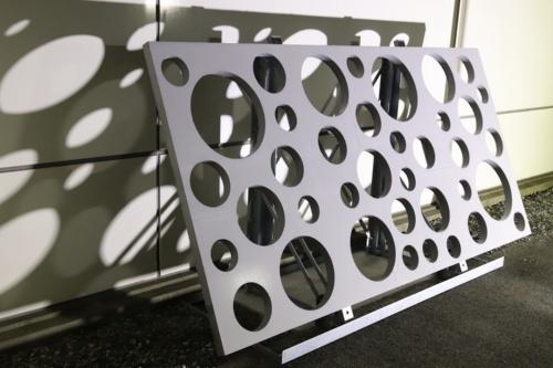 セメントを使用しない鋼繊維入りのサスティンクリート(写真:三井住友建設)