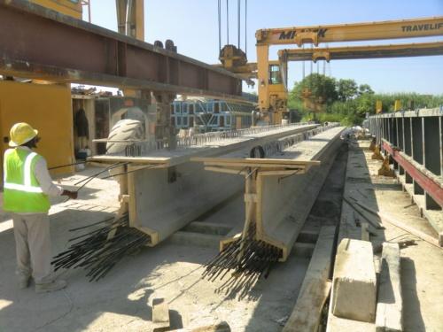東京製綱インターナショナルが開発した炭素繊維複合材ケーブル(CFCC)を入れたコンクリート桁。過去にバージニア州運輸局の工事で製作した桁で、ハンプトンロードブリッジトンネル拡張事業とは関係ない(写真:東京製綱インターナショナル)