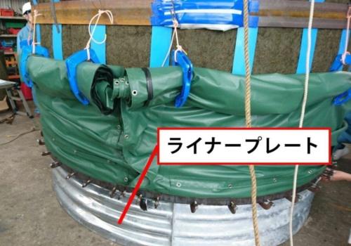 防水シートは下段の補強リングに取り付ける。巻き取って仮留めの状態で水中に設置。最後に潜水士が引き上げて被覆する(写真:YKK)