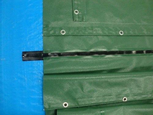 ファスナーで連結する仕様の防水シート。ファスナーはウエットスーツなどにも使われる「AQUASEAL(アクアシール)」を採用(写真:YKK)
