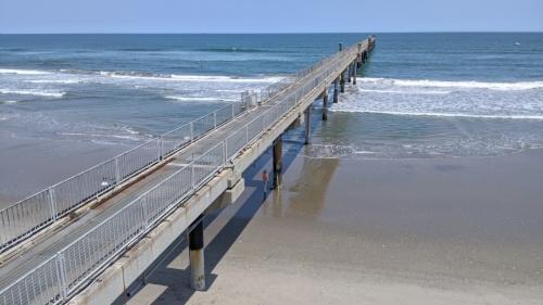 地形の変化を観測した波崎海岸の桟橋。1986年から2011年3月末まで毎日観測を続けてきた。それ以降は週1回に変更(写真:海上・港湾・航空技術研究所港湾空港技術研究所)