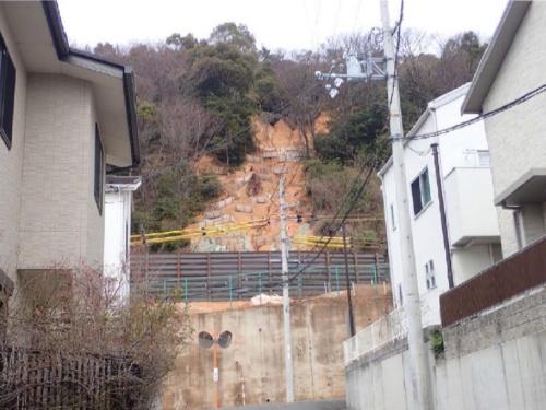 2016年と17年の台風で2度崩壊した八丈岩山の斜面。既に対策工事を終えている(写真:姫路市)