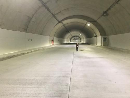 開通前の鹿熊ふるさとトンネル(写真:耶馬渓トンネルホテル実行委員会)