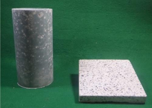 左は、カーボンリサイクル・コンクリートの供試体。右は同じコンクリートで造った石材調建材の加工例(写真:大成建設)