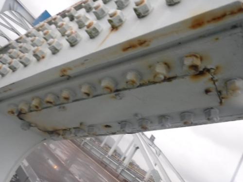 ボルトの破断が判明した新橋は、1978年架設の3径間鋼ランガー橋だ。写真は第3径間で高力ボルトが破断した箇所(写真:山口県)