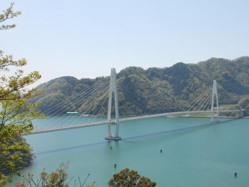舞鶴クレインブリッジの斜張橋。舞鶴湾(京都府舞鶴市)を東西に横切るように架かる(写真:舞鶴市)