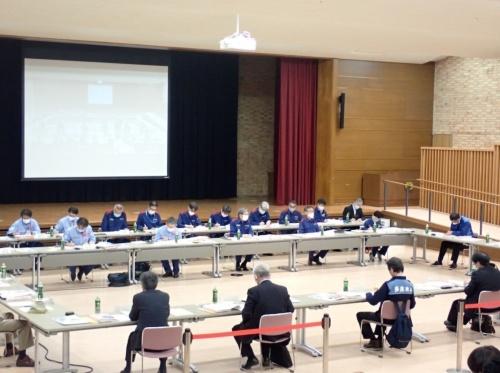 球磨川流域治水協議会が2020年12月に開いた第2回会合で、国土交通省九州地方整備局が川辺川ダムの従来計画における緊急放流の検討結果を示さず、一部で問題視されていた。写真は、協議会が20年10月に開いた初会合の様子(写真:国土交通省九州地方整備局)