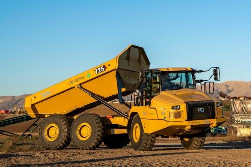 米キャタピラーの「CAT725アーティキュレートダンプトラック」を自律化した(写真:SafeAI)