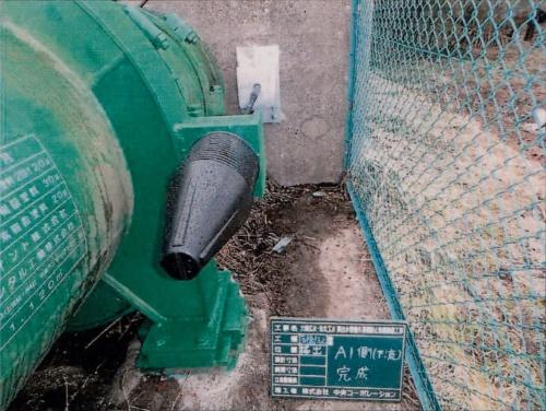 掃出水管橋に設置した落橋防止装置のケーブル端部。補修工事では計4本のケーブルにさらに4本追加する予定(写真:宮城県)