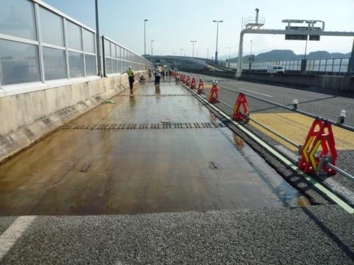 接着防水材の塗布が完了した状態(写真:東亜道路工業)