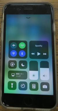HomePodを使うのに必要なのは、最新のiOSに対応するiPhoneだけ。専用アプリなどは不要(撮影:編集部)