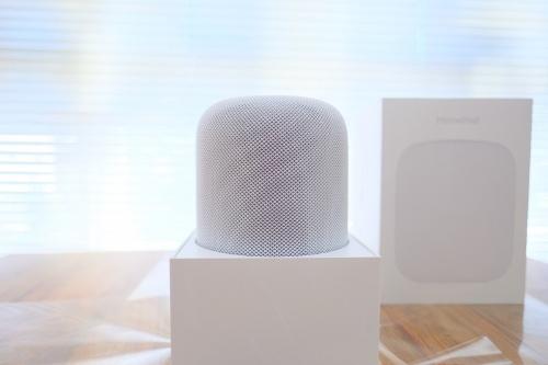 アップルが米国で2月9日に発売した「HomePod」。早速購入して使ってみた(筆者撮影、以下同じ)