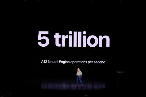 ニューラルエンジンの処理性能は毎秒5兆回。iPhone Xに搭載していた「A11 Bionic」は毎秒6000億回だった
