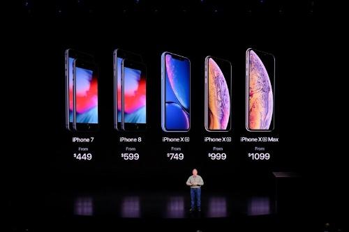 iPhoneのラインアップと価格(撮影:松村 太郎)