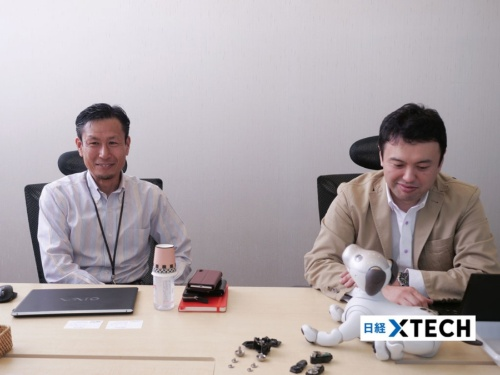 商品企画を担当した松井直哉氏(左)とハードウエア開発を担当した石橋秀則氏