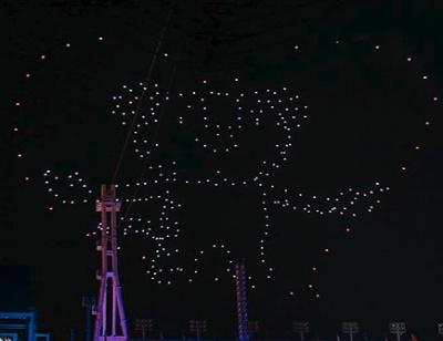 ドローンで閉会式の空に描かれた大会マスコット「スホラン」(出典:米インテル)