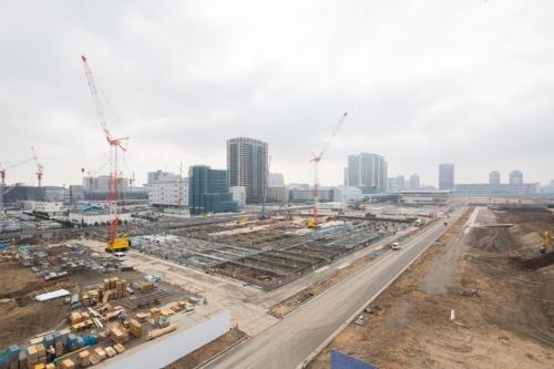 東京オリンピック・パラリンピック競技大会組織委員会が主体となって進めている仮設競技会場の「有明体操競技場」の建設現場。大会時のメーンエントランス側から2018年2月に撮影。清水建設が設計・施工一括で手掛けている(提供:Tokyo 2020)