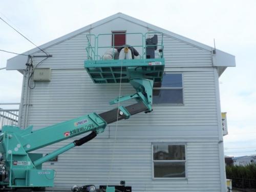 所有者が訴えを起こした岐阜市のアパート外観。1995年に完成した。木造枠組み壁構法2階建ての建物で、居室は10室。所有者は界壁の補修に約1800万円の費用がかかると試算した(写真:LPオーナー会)