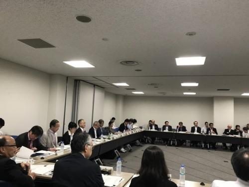 2018年9月21日に開催された社会資本整備審議会建築分科会の様子(写真:日経ホームビルダー)