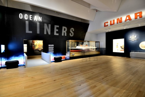 オープニングのメーン展示は、「Ocean Liners」というクイーンメリー号時代に使われていた船のデザインやライフスタイルを紹介する内容だった。写真は展示スペースのエントランス(写真:武藤 聖一)