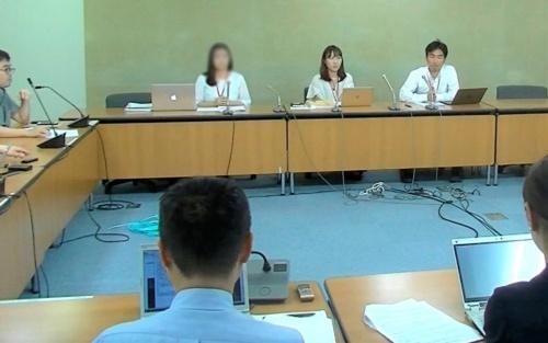 裁量労働制ユニオンが開いた9月18日の会見の様子。坂倉昇平代表(右端)はプランテック総合計画事務所の裁量労働制について、「業務量が多すぎて裁量労働制が機能していない」と話す(写真:裁量労働制ユニオン)