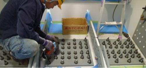 高力ボルトを施工している様子(写真:国土交通省)