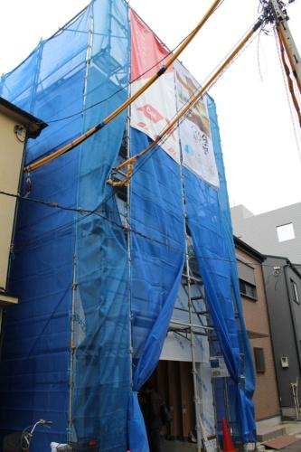 現場は東京都荒川区の住宅密集地。敷地は間口が5m、奥行きが15mの狭小敷地だ(写真:日経 xTECH)