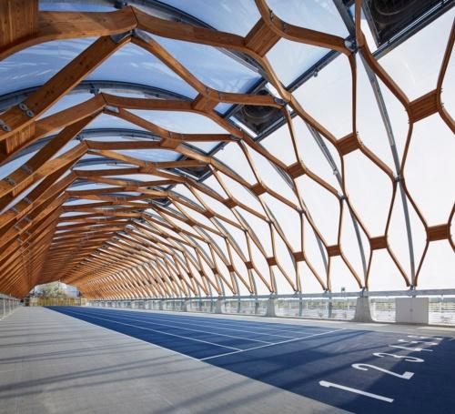 2019年の作品賞に選ばれた「新豊洲Brillia ランニング スタジアム」の内観。競技用義足を開発するためのデータ解析や工作を行えるラボラトリーも併設している(写真:nacása&partners)