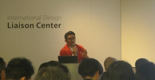 ドバイ万博日本館のクリエイティブ・アドバイザーである、ライゾマティクスの齋藤精一代表取締役。今回のオープンセッションではファシリテーターを務めた(写真:日経アーキテクチュア)