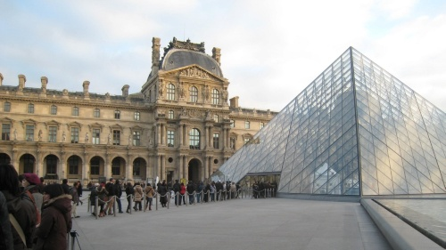 I・M・ペイ氏の代表作として知られるルーブル美術館のガラスのピラミッド(写真:木村 駿)