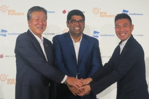 損害保険ジャパン日本興亜(左)と米ワンコンサーン(中央)、ウェザーニューズ(右)のトップがそろって説明会に出席した(写真:日経アーキテクチュア)