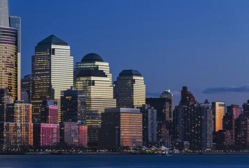 米ニューヨークで1988年に完成した「ワールド・フィナンシャル・センター」。現在は、「ブルックフィールド・プレイス」に名称を変更している。階段状に4棟が連なる(写真:ペリ・クラーク・ペリ・アーキテクツ)