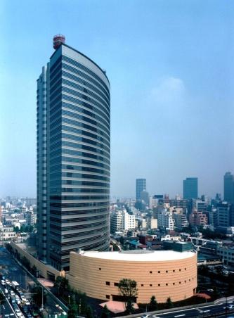 NTT新宿本社ビルの外観。建物は1995年に完成。NTTファシリティーズが監修した(写真:門馬 金昭)