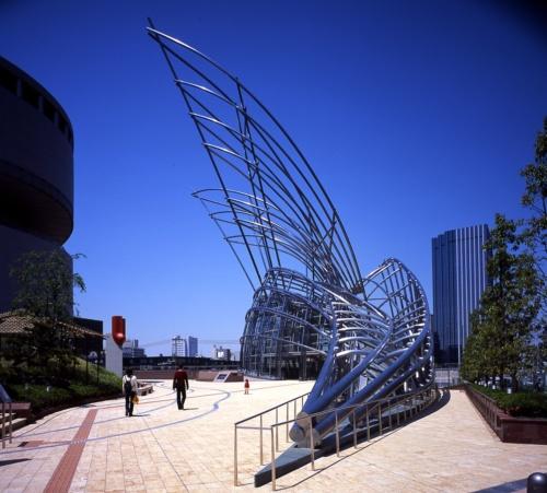 大阪市で2004年に完成した「国立国際美術館」(写真:黒住 直臣)