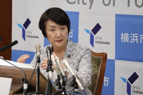 横浜市庁舎でIR誘致を決断した理由を説明する林文子市長(写真:日経アーキテクチュア)