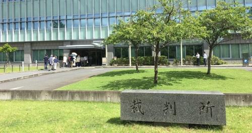 奈良県が進める奈良公園内のホテル建設計画に対し、ホテルの設置許可処分の取り消しを求め訴状を奈良地方裁判所に提出する近隣住民(写真:奈良公園の環境を守る会)