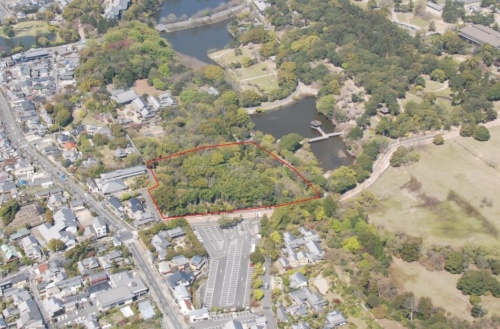 奈良県がホテル開発を進める高畑町裁判所跡地の空撮(写真:奈良県)