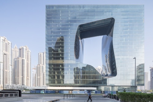 ザハ・ハディド・アーキテクツが設計した複合ビル「オーパス」。2020年の開業を目指しドバイで建設が進む(写真:Laurian Ghinitoiu)