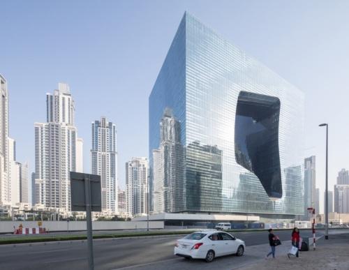 オーパスは地下7階・地上20階。高さ93mで、平面は長手方向100m、短手方向67mの大きさになる(写真:Laurian Ghinitoiu)