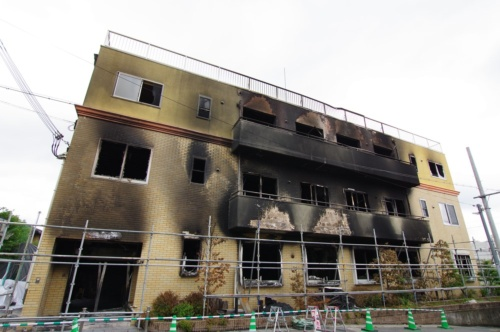 被災した京都アニメーションの第1スタジオ(京都市伏見区)。放火犯は、1階の玄関付近でガソリンに着火したとみられる。火災により35人が死亡、34人が負傷した。2019年7月22日撮影(写真:日経アーキテクチュア)