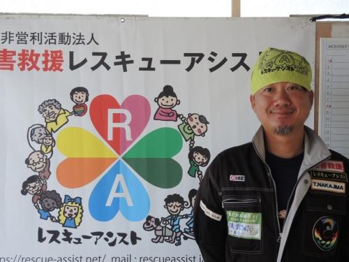 NPO法人災害救援レスキューアシスト(大阪府茨木市)の中島武志代表理事。2016年に任意団体で要配慮者支援レスキューアシストを立ち上げた後、19年にNPO法人として現在の団体を設立した。台風15号による住宅被害が発生してからは、鴨川市災害ボランティアセンターを拠点として支援活動に当たっている(写真:日経 xTECH)