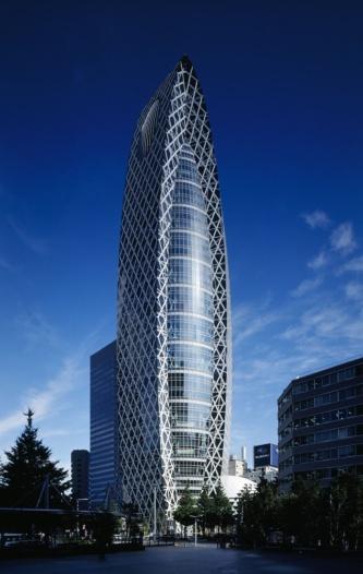 米国の「高層ビル・都市居住評議会(CTBUH)」が、過去50年間で世界に影響を与えた超高層ビル50棟のアンケート調査を実施し、その結果を発表した。日本では、「モード学園コクーンタワー」が選出された(写真:堀内 広治)